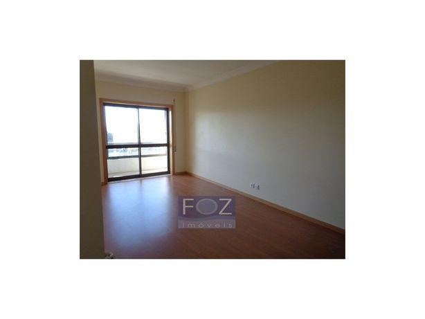 Apartamento T2+1 - à Rotunda da Areosa