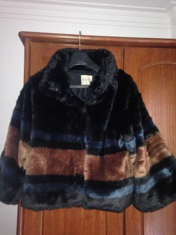 casaco azul e castanho
