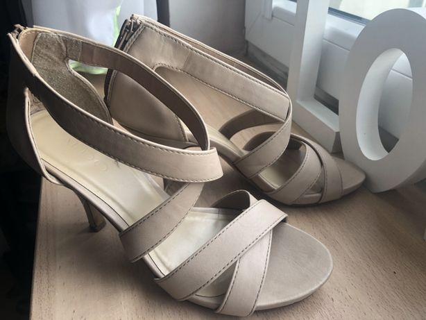 Sandałki nude na niedużej szpilce ALDO 37