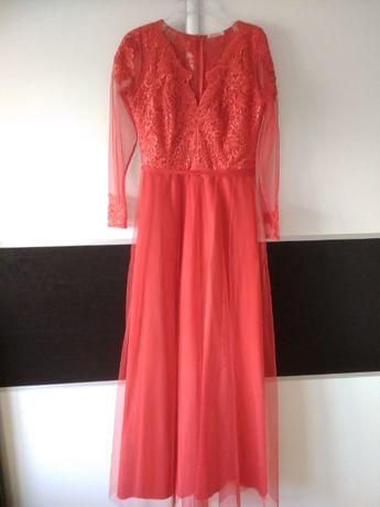 sukienka czerwona długa z koronką i tiulem