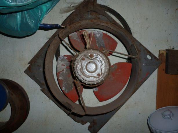 Вентилятор охлаждения на промышленный холодильник.