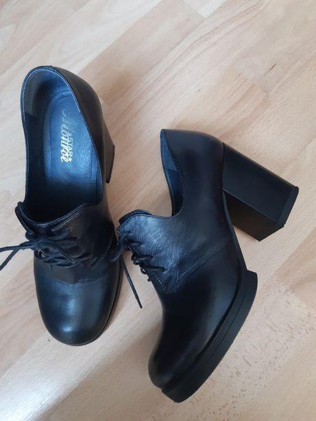 Шкіряні туфлі, черевики