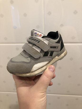 Продам детские кроссовки в хорошем состоянии