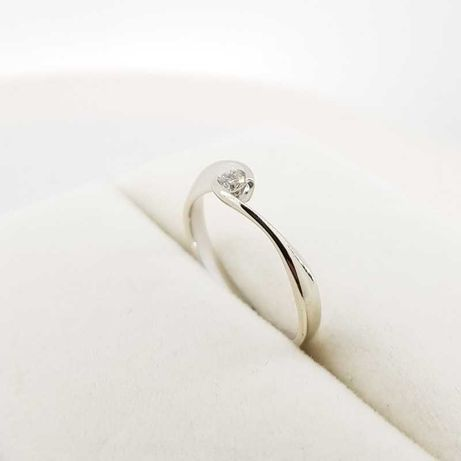 Złoty pierścionek z diamentem 0,1ct Apart, r.11