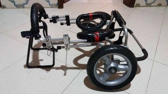 auxiliar de locomoção ou cadeira de rodas para cão