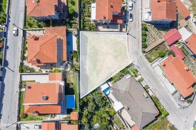 Lote de Terreno com 680m2  para construção de moradia em Lomar - Braga
