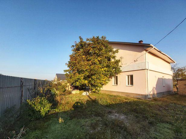 Продам 2-х поверховий будинок в с. Раківка. 205кв.м.