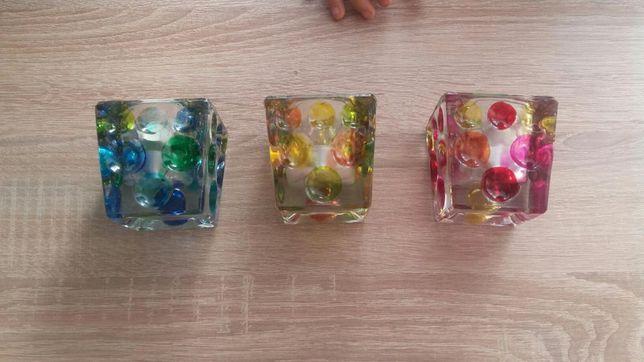 Komplet trzech szklanych swiecznikow