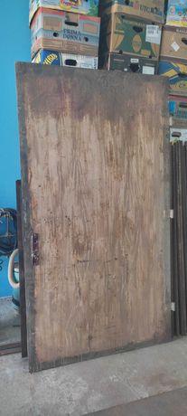 Металлические двери с коробкой 205х112х3мм