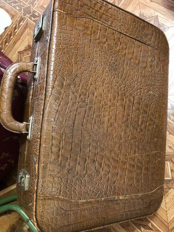 Кожаный чемодан винтажный