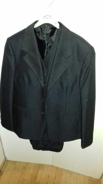 Sprzedam 3 częściowy garnitur czarny, rozmiar 146/152.
