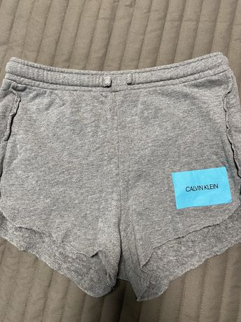 Продам шорты Calvin klein