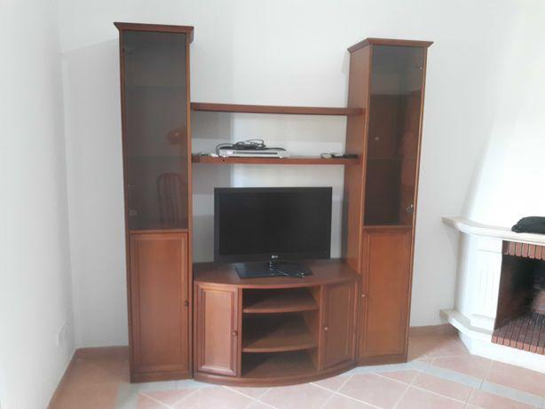 Móvel de sala, LCD, mesa e 4 cadeiras
