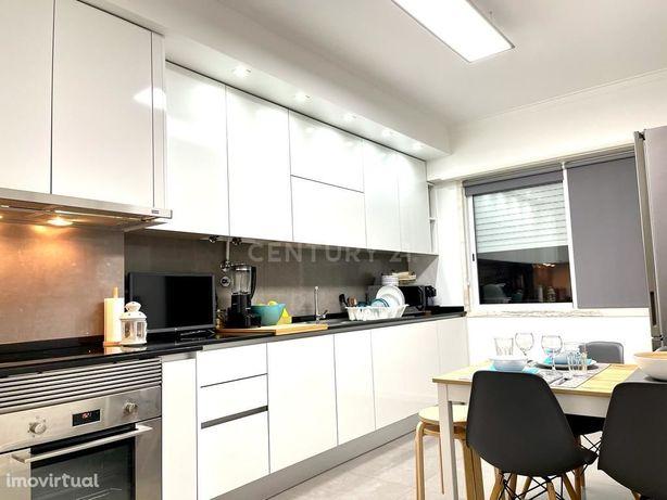 Apartamento T2 no Casal do Chapim totalmente remodelado e equipado
