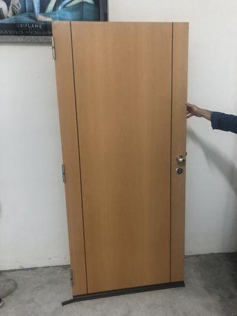 Porta de entrada casa blindada com trinco de segurança reforçado