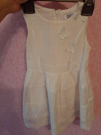 Плаття біле-літнє для дівчинки 100 % хлопок.
