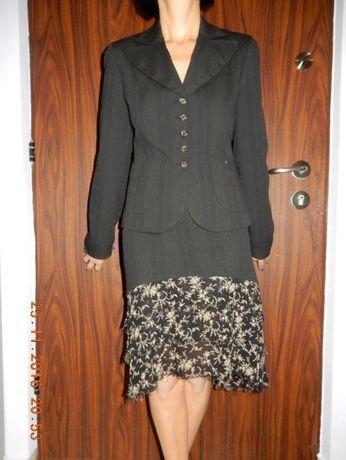 Garsonka z sukienką z falbanką prawie nowa firmy SIMPLE
