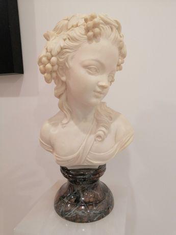 Coluna em mármore (com iluminação) e busto