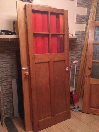 Двери деревянные из сосны.