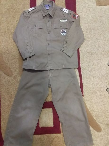 Продам костюм на мальчика 5 лет