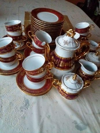 Фарфоровий чайно-столовий сервіз на 12 персон з позолотою(24 карата)