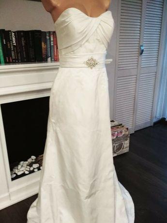 Prosta gładka suknia ślubna śnieżno biała szpilki welon gratis