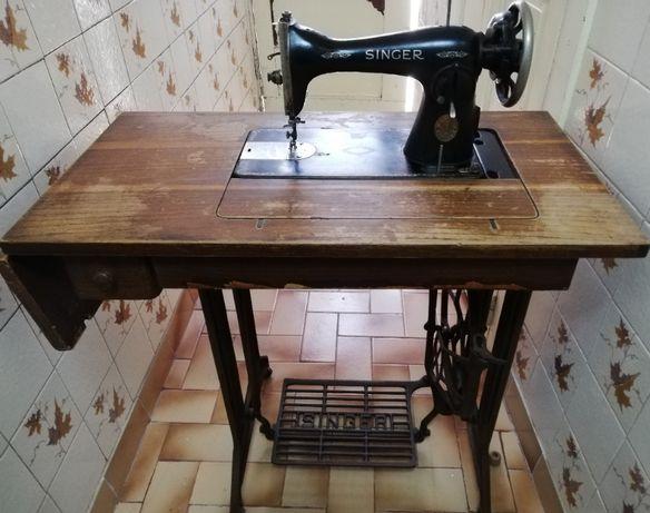 Máquina de costura Singer muito antiga