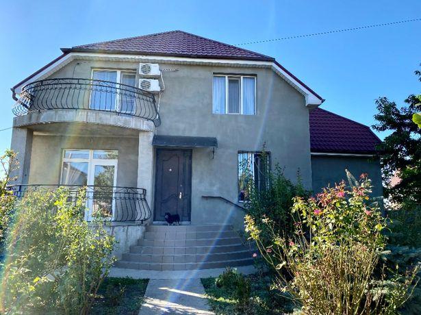 Продаю дом в Нерубайском с евроремонтом и участком 10 соток