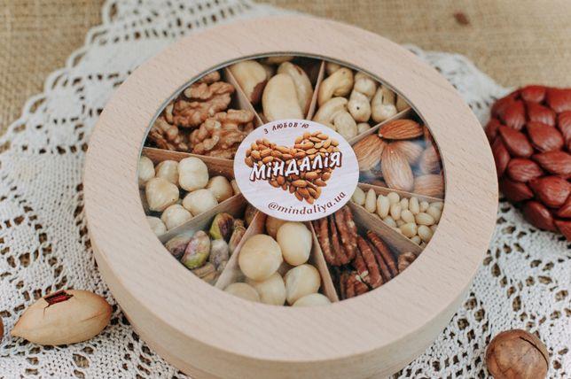 Эко подарок - все виды орехов в деревянном коробе