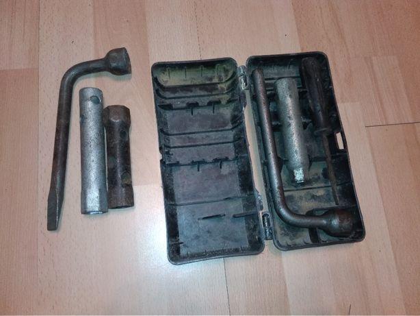 Zestaw kluczy narzędzi fiat 126p 125p