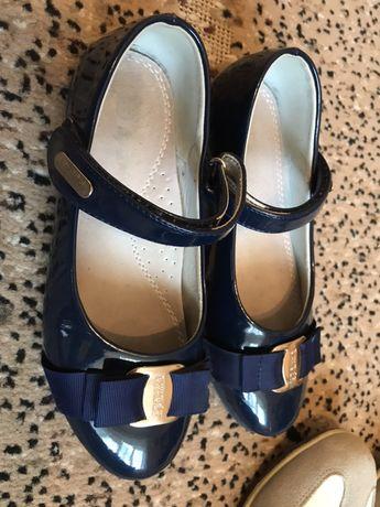 Дитячі туфлі + кросівки в подарок 35 р