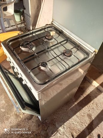Fogão com forno elétrico e a gás