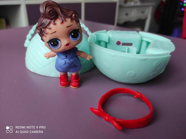 Продам куколку LOL с повязкой на голову в шарике, б/у
