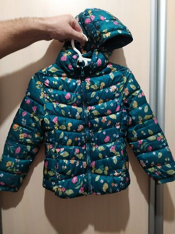 Демисезонная курточка Zara на девочку 122 р.