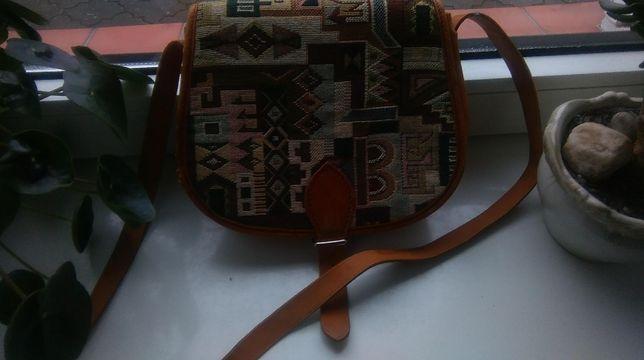 Mała brązowa torebka