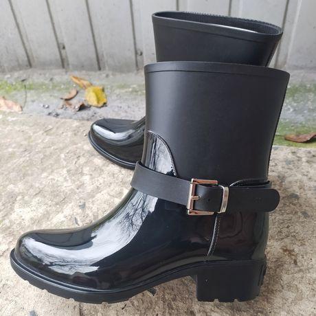 Продам жіночі дощові черевики ( camomilla italia)