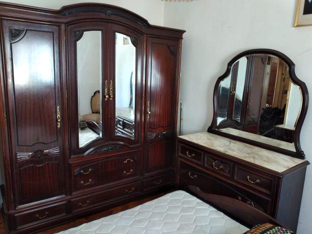 Mobilia quarto mogno com pedra marmore
