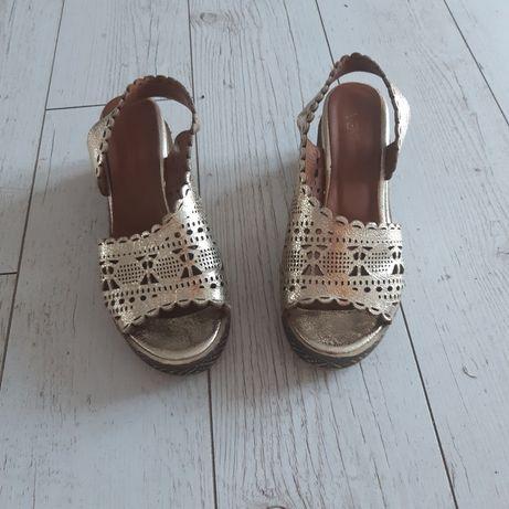 Złote  sandały  Venezia