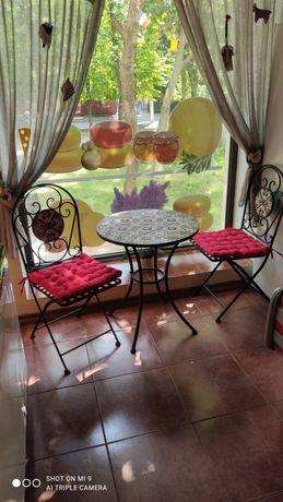 Комплект:стол и два стула