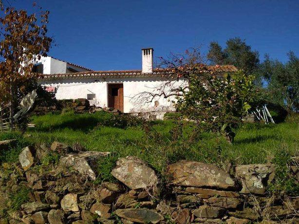 Casa antiga na Aldeia das Amoreiras