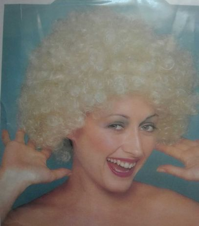 Peruka afro blond, karnawał, disco, lata 70., sesja fotograficzna