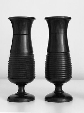 Декоративная Ваза из чёрного дерева