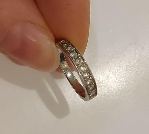 Продам кольцо. Серебро. 15 размер. Новое.