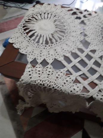 Toalha em renda para mesa redonda