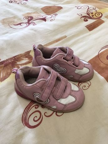 Продам детские кожаные кроссовки