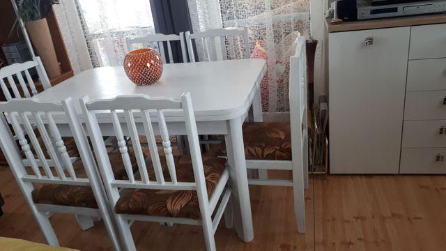 Rozkładany Stół plus 6 krzeseł z obiciem