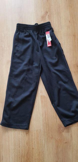 Nowe dresowe spodnie roz 152
