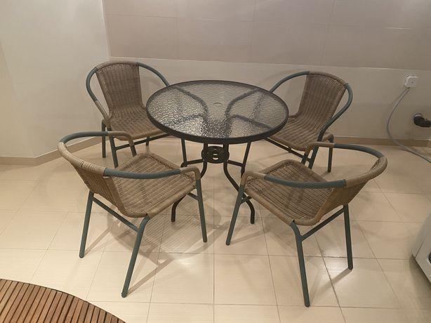 Zestaw mebli ogrodowych (stolik + 4 krzesła)