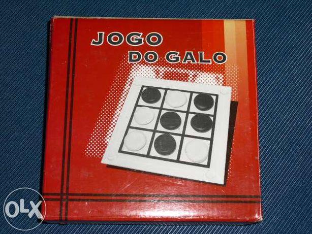 "2 Jogos em vidro ""Galo"" e Xadrez"