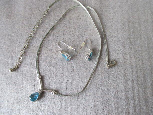 trzy komplety biżuterii z sztucznych materiałów
